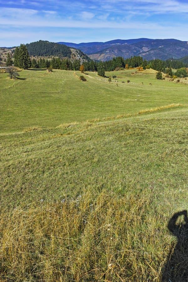 Изумительный ландшафт осени около деревни Gela, гор Rhodope стоковое изображение