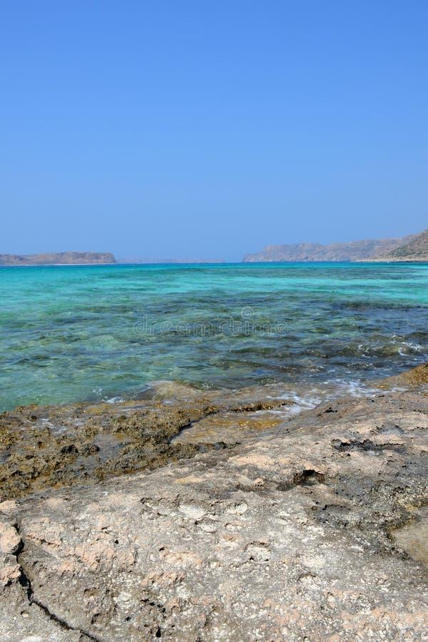 Изумительный взгляд лагуны Balos Корабль на горизонте Крит стоковое фото rf