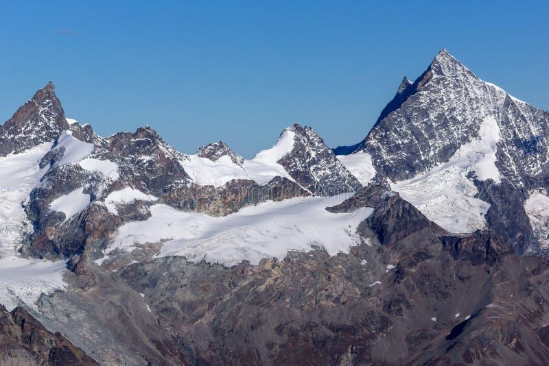 Изумительный взгляд Альпов от рая ледника Маттерхорна, кантона Вале стоковая фотография