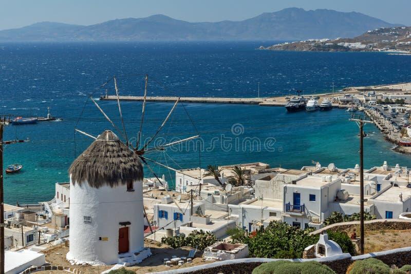 Изумительный взгляд белых ветрянок на острове Mykonos, Греции стоковая фотография rf