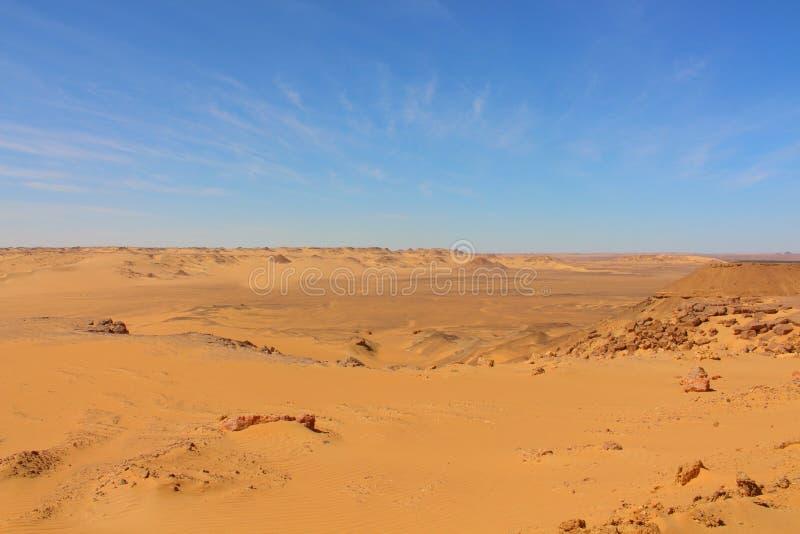 Изумительный взгляд большого египетского моря дюны нашел все время трасса оазиса между Bahariya и Kharga стоковое фото