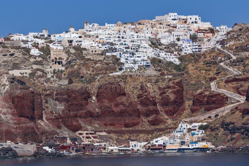 Изумительный взгляд порта городка Oia, острова Santorini, Греции стоковое изображение
