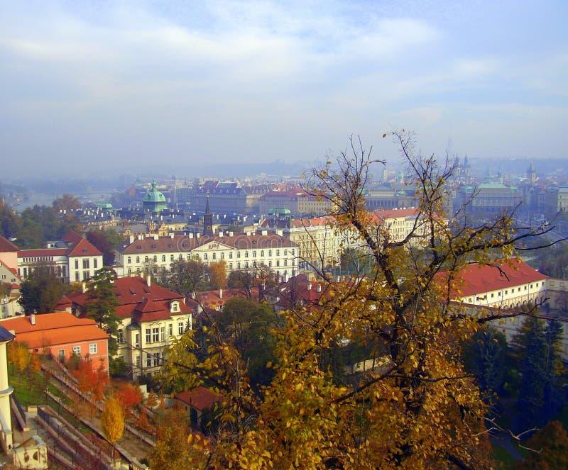 Изумительный взгляд Праги в осени стоковые фотографии rf