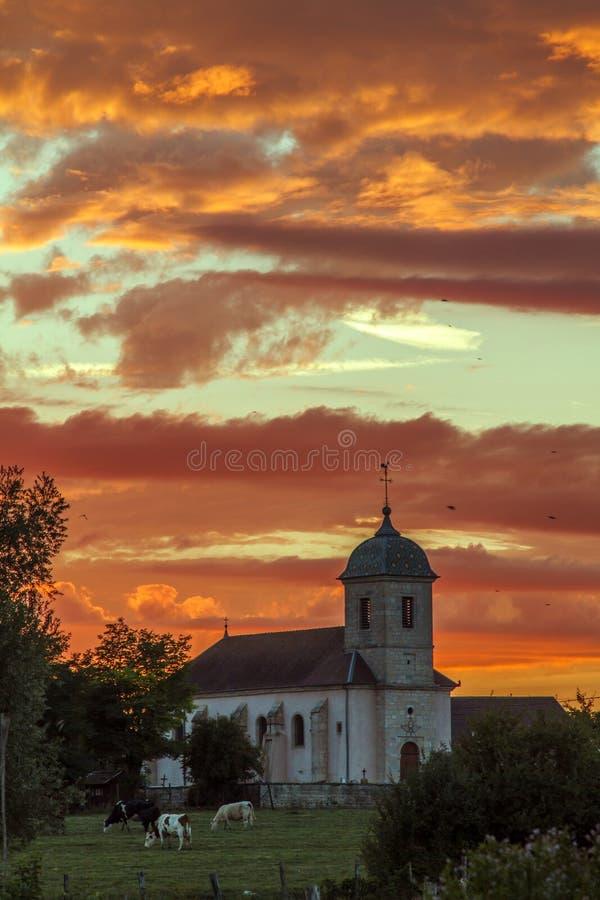 Изумительный заход солнца в Franche-Comté, Франции стоковое фото