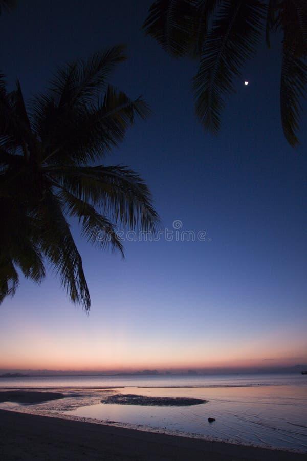 Изумительный заход солнца на пляже, национальный парк Muk Koh, Таиланд стоковое изображение