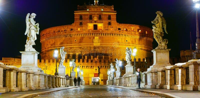 Download Изумительный мост ангелов к Castel Sant Angelo в Риме Стоковое Фото - изображение насчитывающей итальянско, ведущего: 81807750