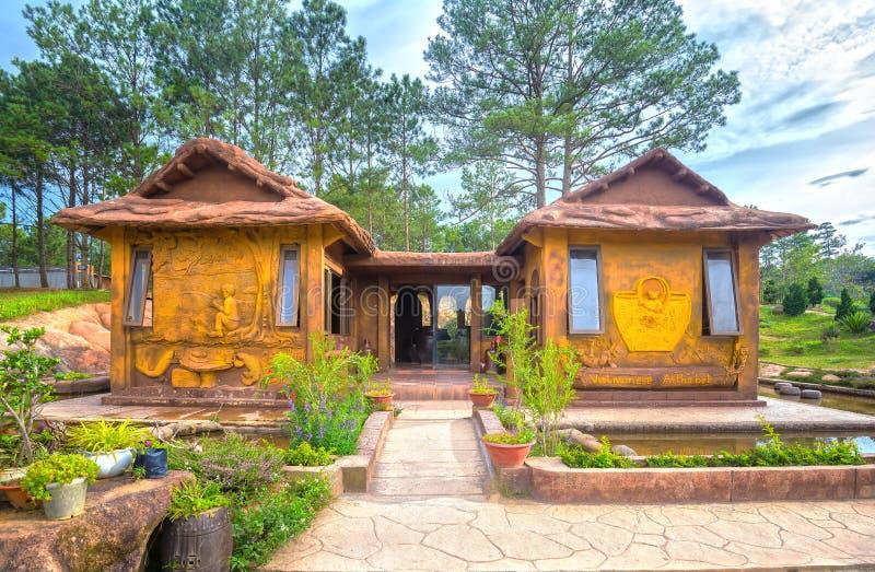 Изумительный дом глины на звезде Dalat стоковые фотографии rf