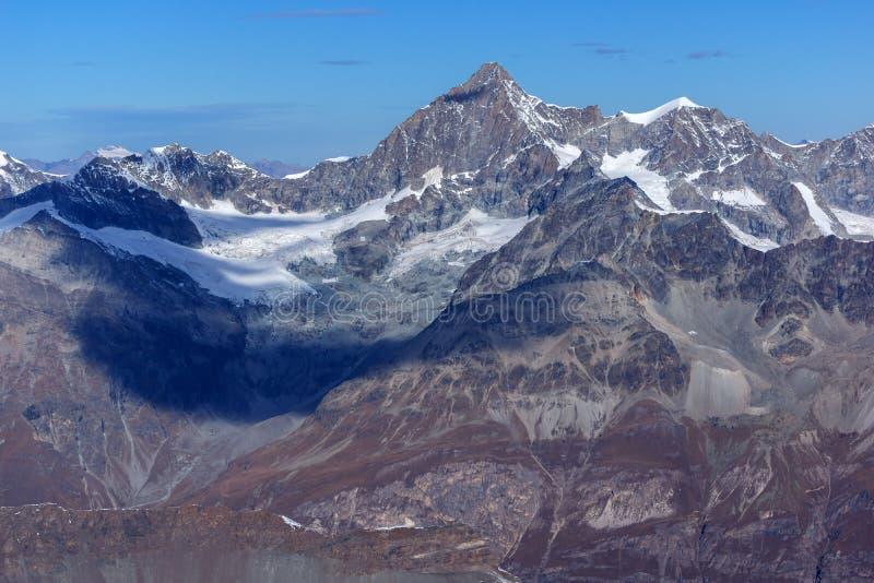 Изумительный швейцарец Альпы рая ледника Маттерхорна панорамы зимы стоковое изображение
