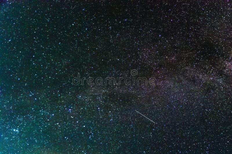 Изумляя взгляд на ночном небе стоковая фотография