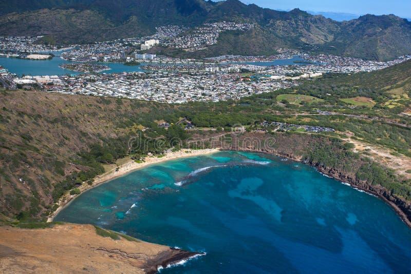 Изумляя вид с воздуха сценарного залива Оаху Гаваи Haunama стоковые фотографии rf