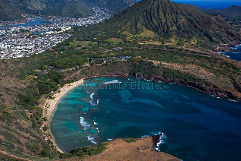 Изумляя вид с воздуха сценарного залива Оаху Гаваи Haunama стоковая фотография rf