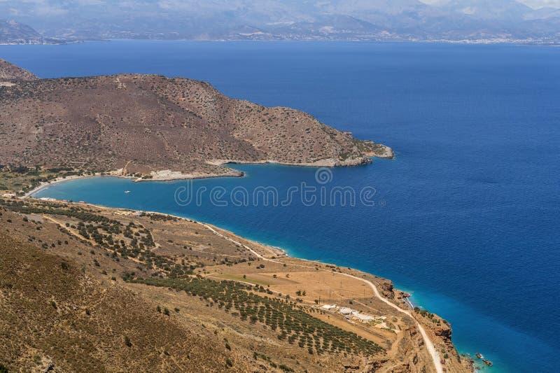 Изумляя ландшафт и взгляд к пляжу Malavras острова Крита, Греции стоковые изображения rf