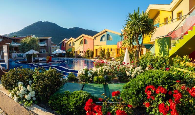 Изумляя место с курортом и бассейном стоковая фотография rf
