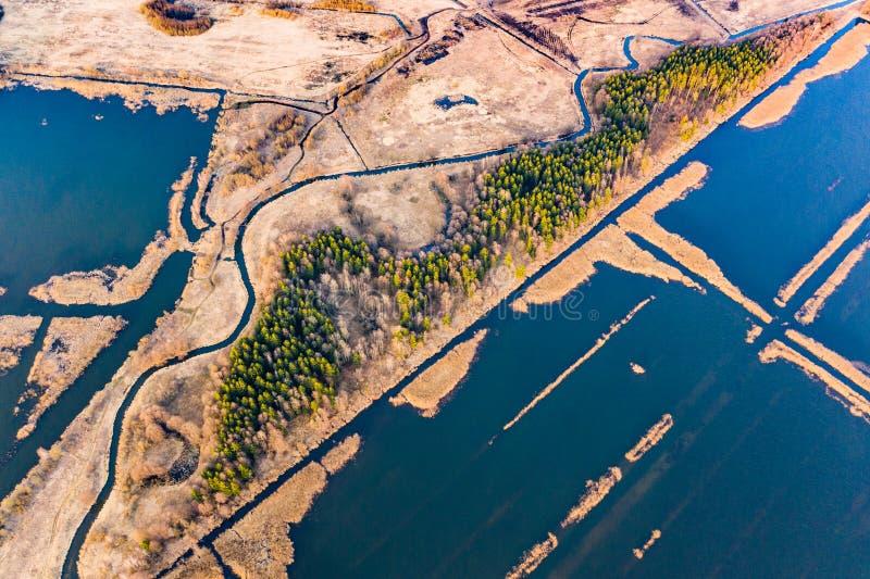 Изумляя сельский ландшафт Торфяники покрытые с водой, воздушным пейзажем : стоковая фотография rf