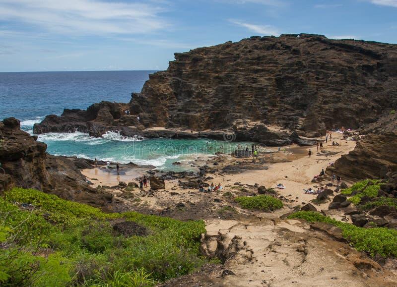 Изумляя тропическая бухта Оаху Гаваи пляжа Halona стоковые изображения rf