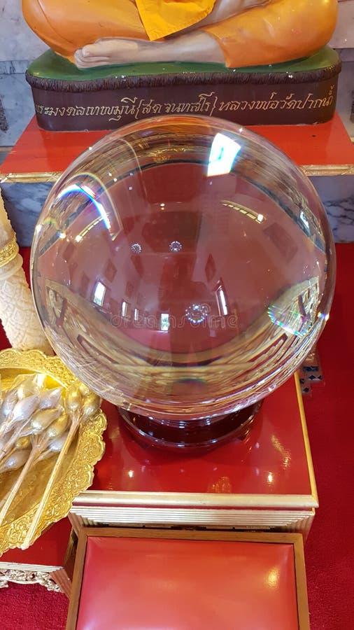 Изумляя хрустальный шар, может испустить свет, может поговорить, duangkaew, стоковые фотографии rf