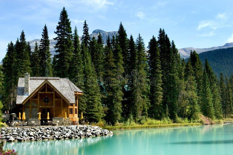 изумрудное озеро стоковое фото rf