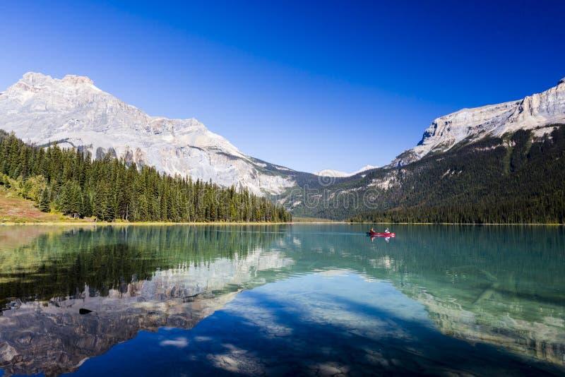 Изумрудное озеро, национальный парк Yoho, Британская Колумбия, Канада стоковое изображение rf