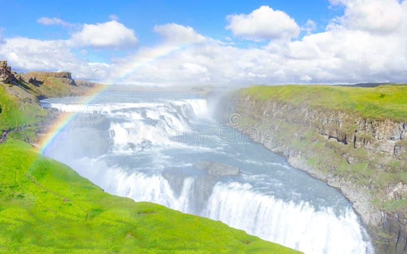 Изумляя водопад Gullfoss с радугой Золотая трасса круга Исландия стоковая фотография rf