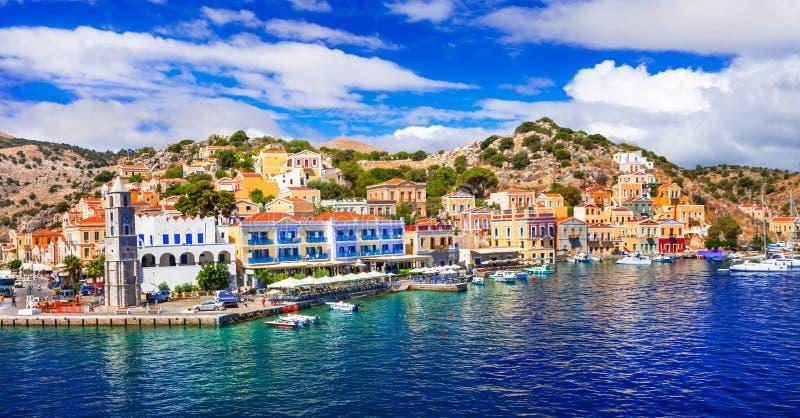 Изумляя Греция - панорамный взгляд красочного острова Symi, Dodecan стоковое изображение