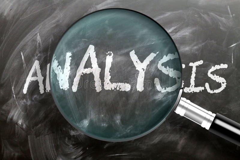 Изучайте, изучайте и проверяйте анализ - изображенное как увеличительное стекло, расширяющее анализ слов, символизирует исследова стоковое изображение rf