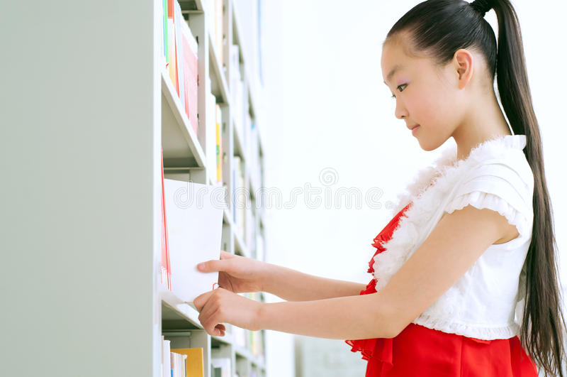 изучать архива девушок милый стоковые фотографии rf