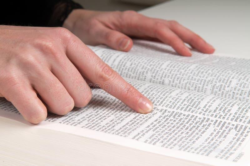 изучать библии стоковые изображения rf