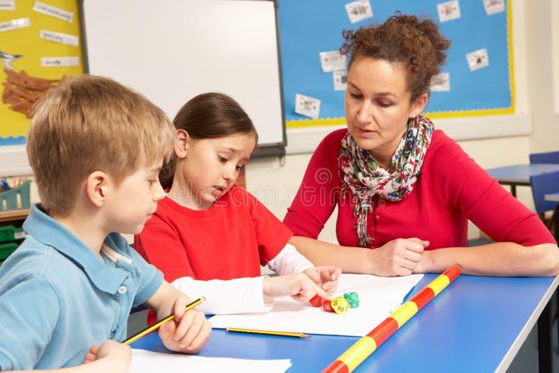 изучать ребенокев школьного возраста класса стоковое изображение