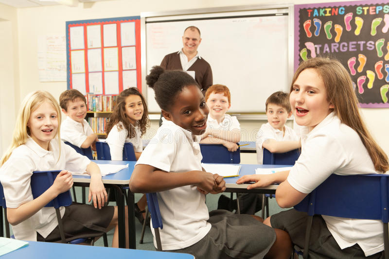изучать ребенокев школьного возраста класса стоковые фото
