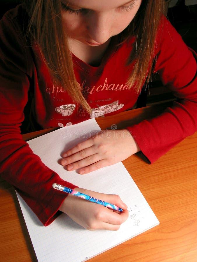 Download изучение домашней работы девушки Стоковое Фото - изображение насчитывающей малыши, текст: 486222
