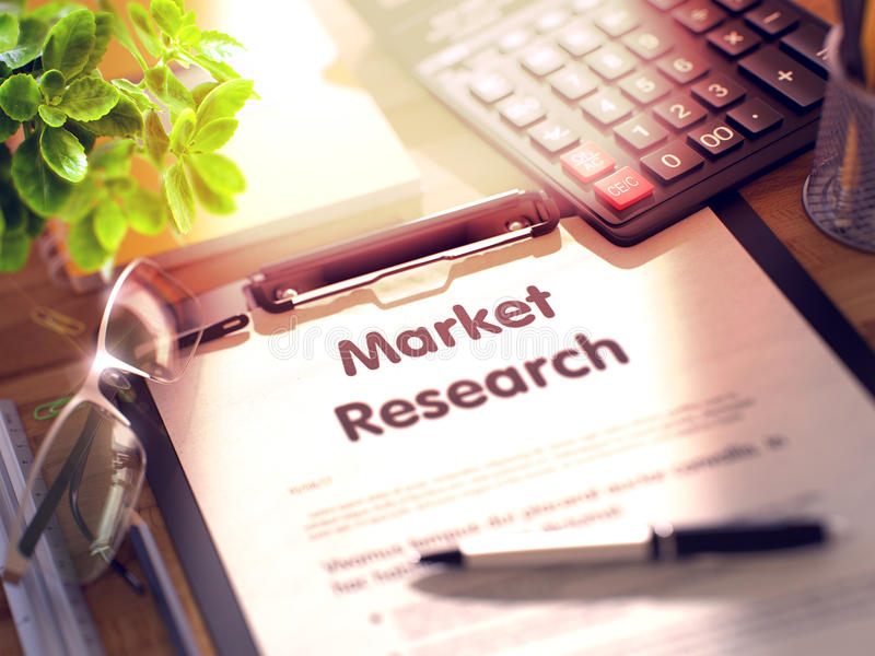 Изучение рыночной конъюнктуры - текст на доске сзажимом для бумаги 3d стоковое изображение
