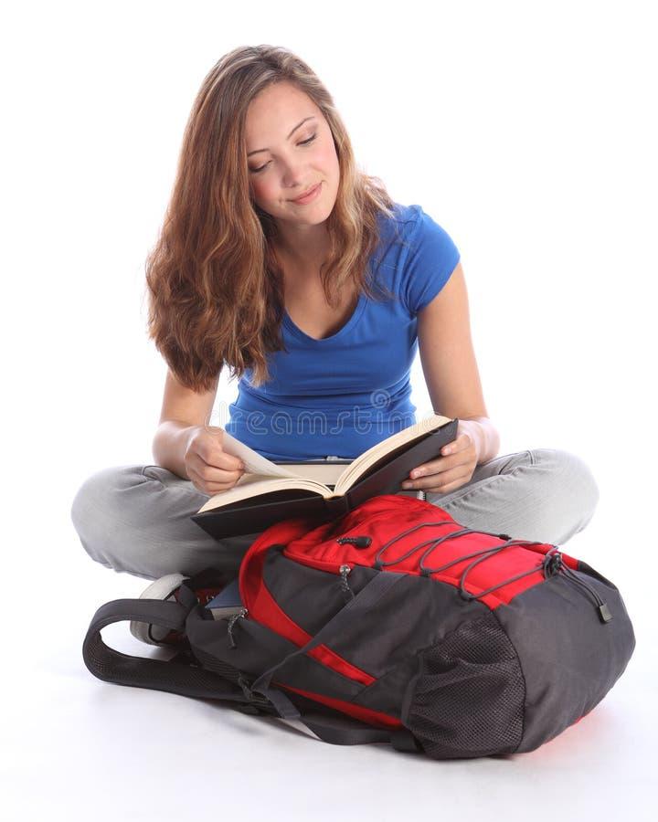 изучение студента школы чтения девушки книги подростковое стоковые фото