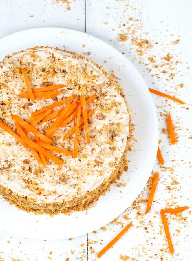 Изысканный домодельный торт губки с кусками моркови стоковое изображение