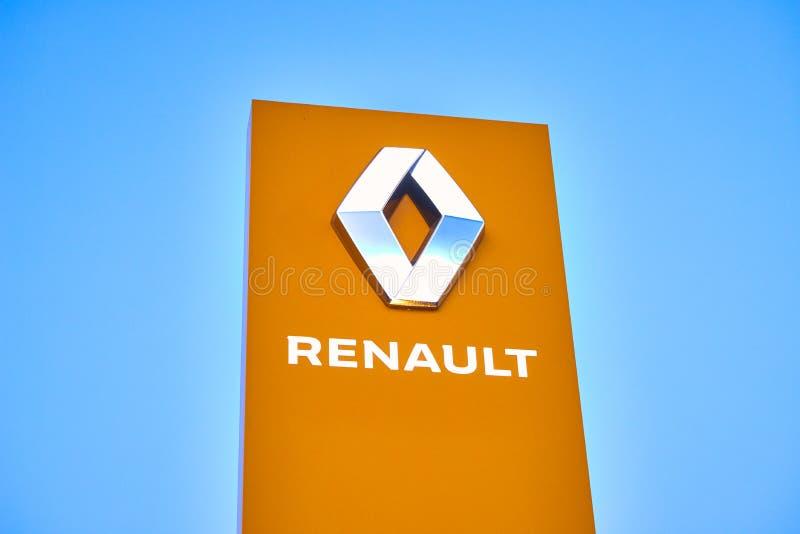 02 из апреля 2019 - Vinnitsa, Украина Выставочный зал логотипа RENAULT на стойке стоковая фотография rf
