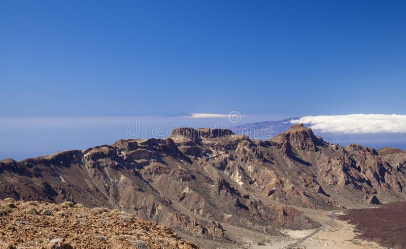 Из отеля Tenerife открывается вид на Канада-дель-Тейде стоковая фотография rf