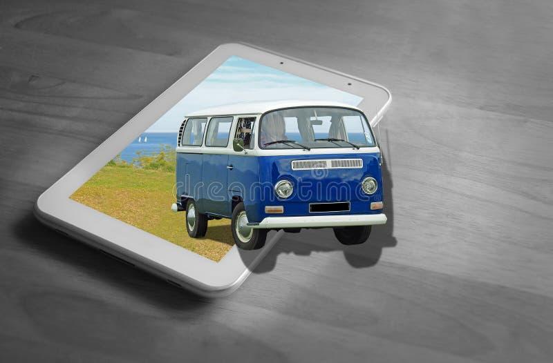 Из праздников интернета планшета года сбора винограда фургона компьютера туриста vw Volkswagen рамки располагаясь лагерем онлайн стоковые фото