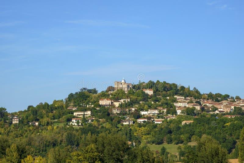 Из укрепленного отеля Penne d`Agenais открывается вид на сельскую местность в районе Лот и Гаронн, Франция стоковое изображение rf