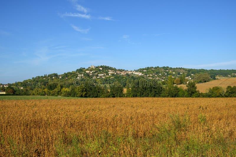 Из укрепленного отеля Penne d`Agenais открывается вид на сельскую местность в районе Лот и Гаронн, Франция стоковые изображения rf