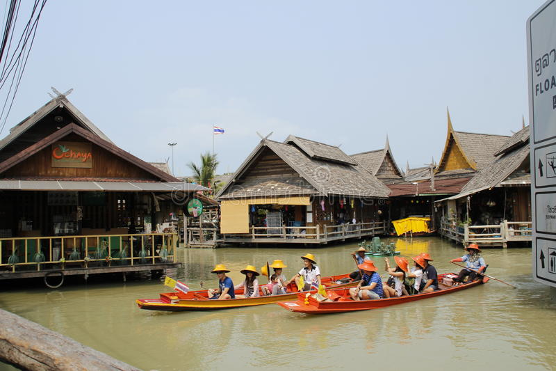 2 из шлюпки на watermarket на Таиланде стоковые изображения rf