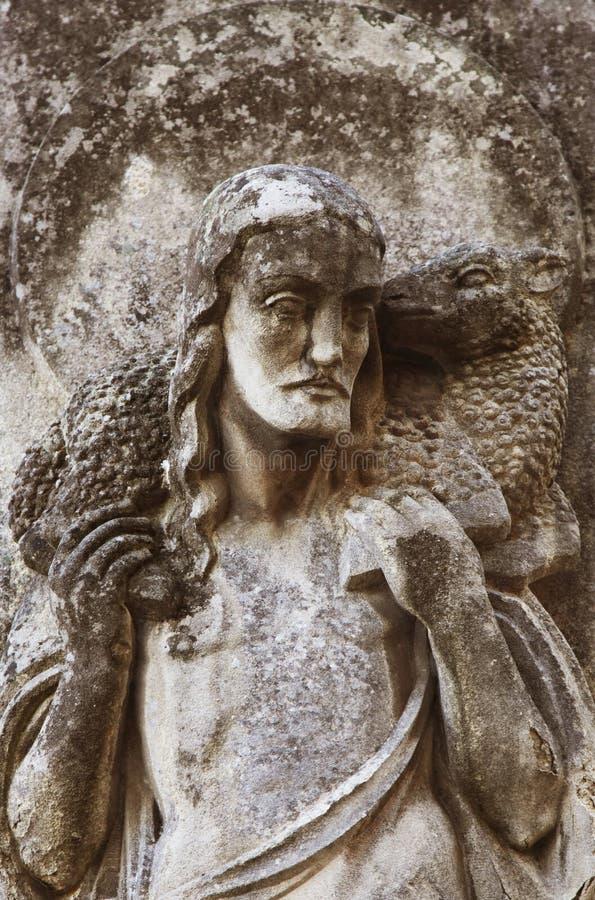 Иисус Христос - хороший чабан (часть старой статуи) стоковая фотография rf