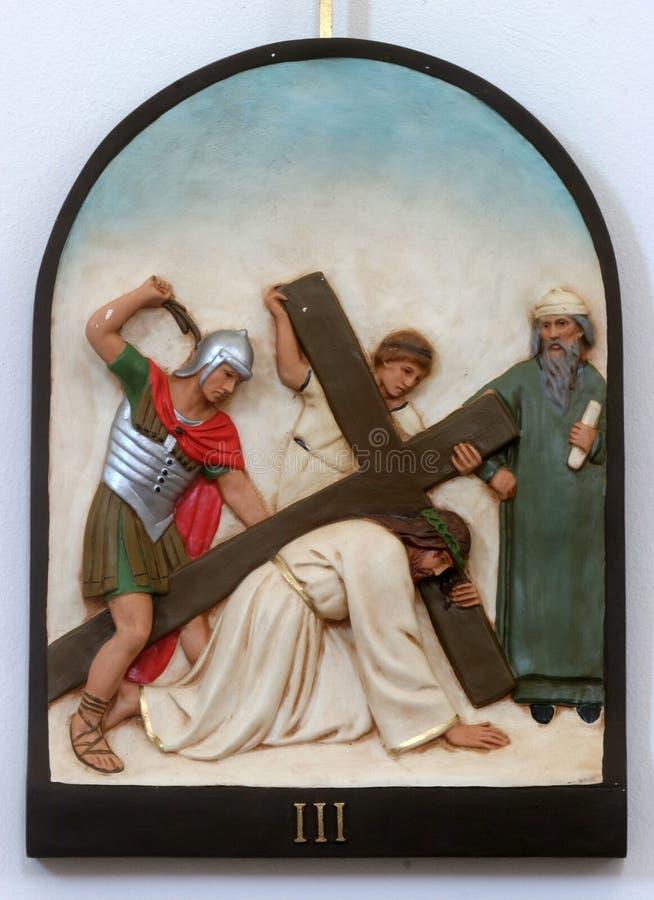 3-ий крестный путь, падения Иисуса в первый раз стоковая фотография rf