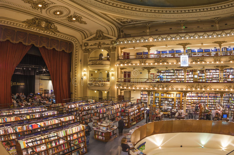 Иконический книжный магазин 'El Ateneo', Буэнос-Айрес, Аргентина стоковые фото