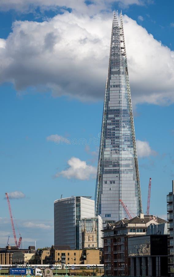 Иконическое здание черепка в Лондоне стоковое изображение