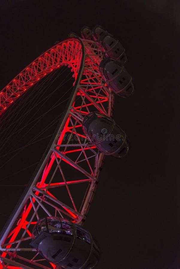 Иконическое колесо тысячелетия, рождество вечером, Лондон, Англия, Великобритания стоковая фотография rf