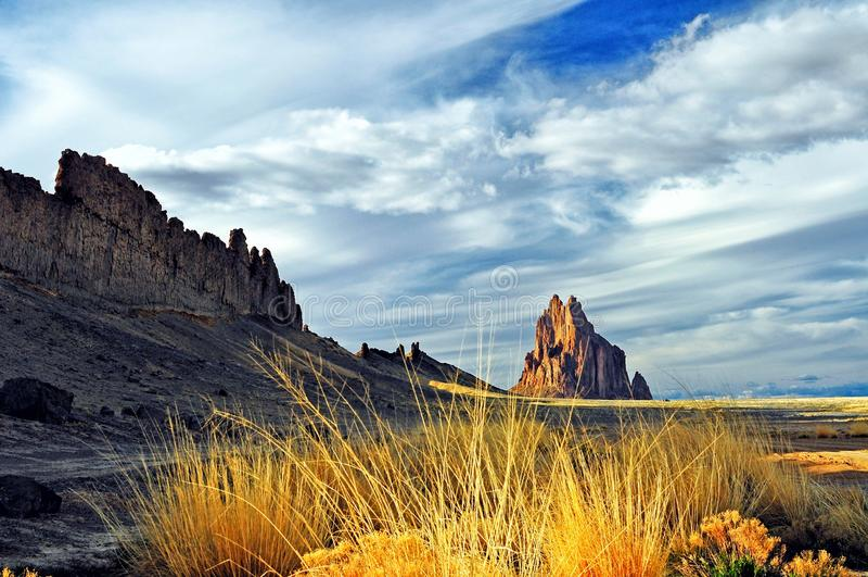 Иконическое Shiprock, Farmington, Неш-Мексико стоковые фотографии rf