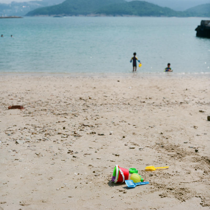 Имейте потеху в пляже стоковые фотографии rf