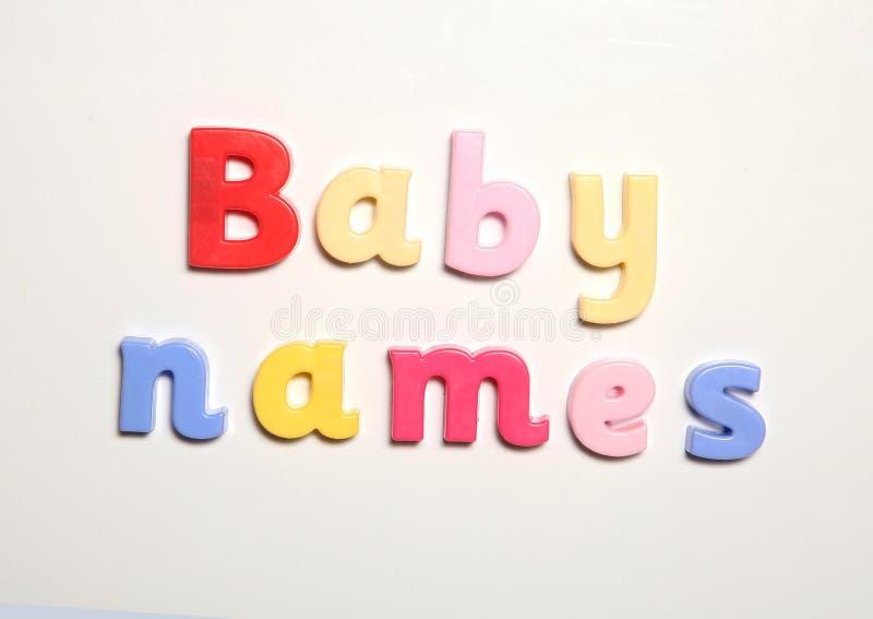 Имена младенца сказанные по буквам в письмах магнита стоковое фото