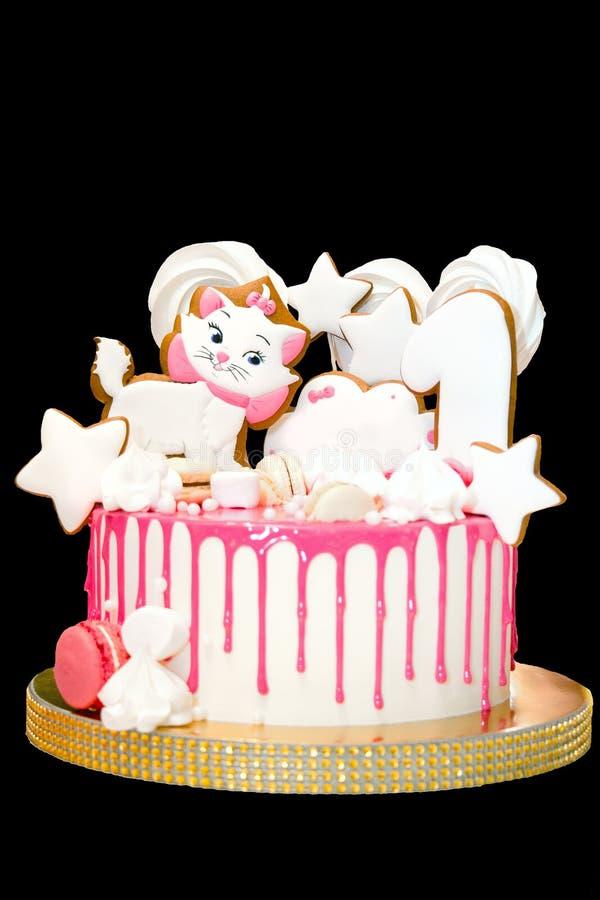 Именниный пирог для девушки Розовый торт изолирован на черноте стоковое фото