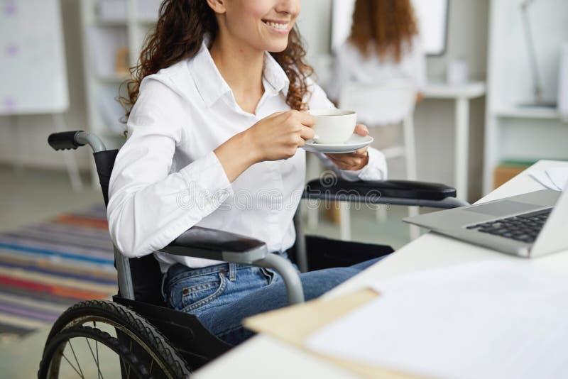 Иметь перерыв на чашку кофе стоковая фотография