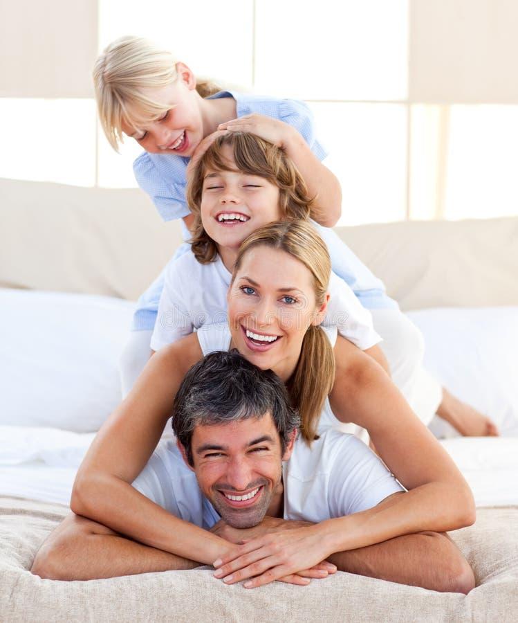 иметь потехи семьи счастливый стоковое фото rf